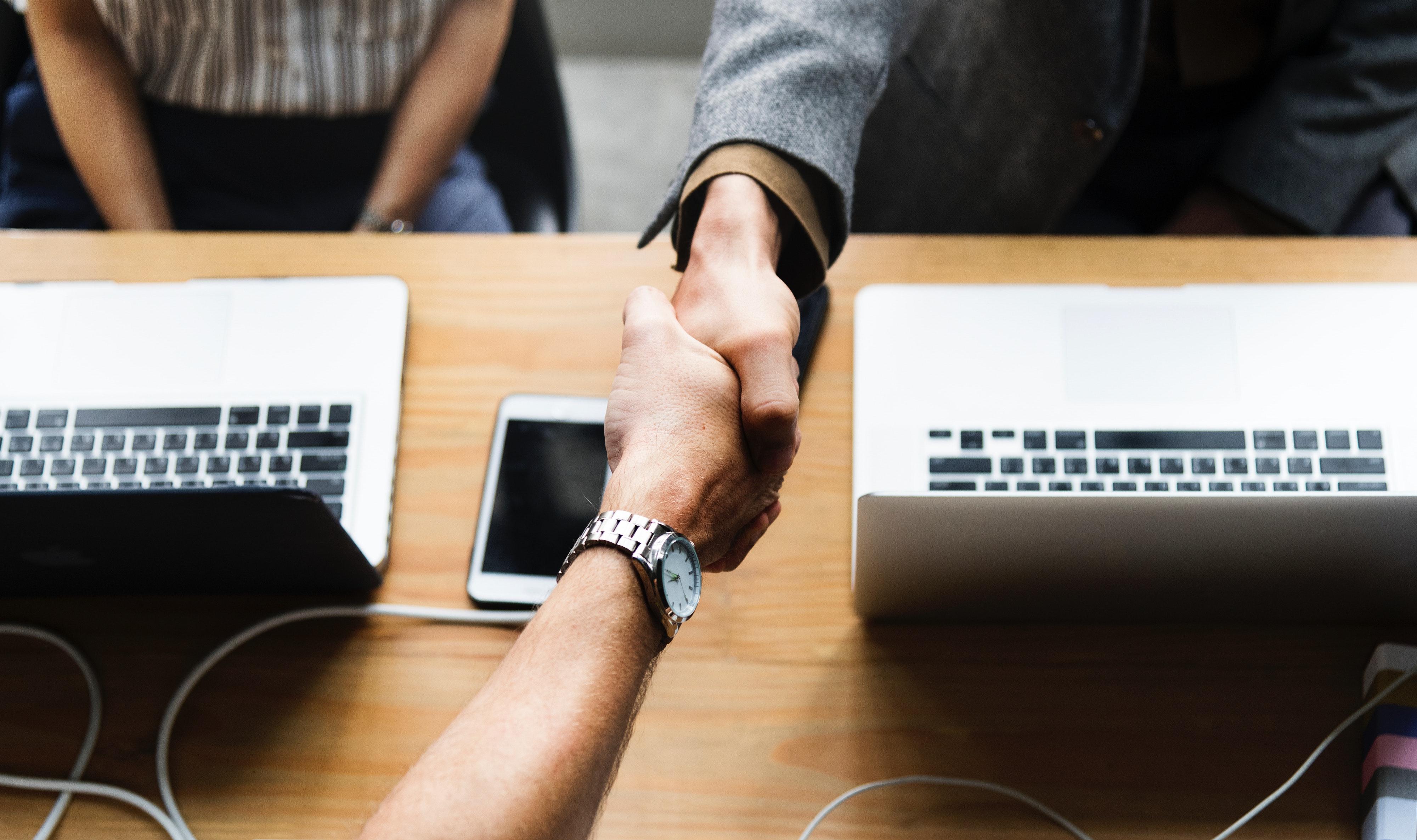 agreement-business-cellphone-1154755